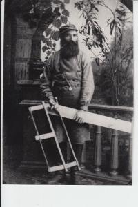 1902_var_farfar_snickare_hos_en_fotograf (1)